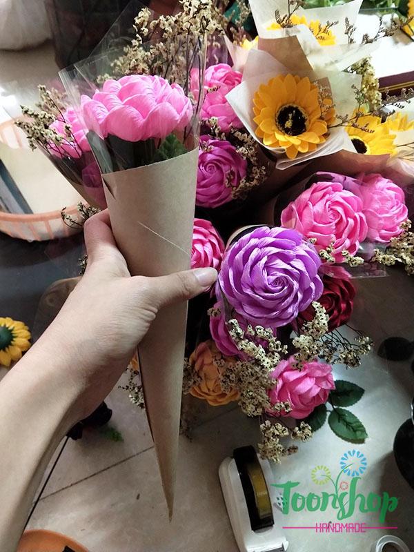 Bó hoa hồng xoắn giấy nhún 1 bông