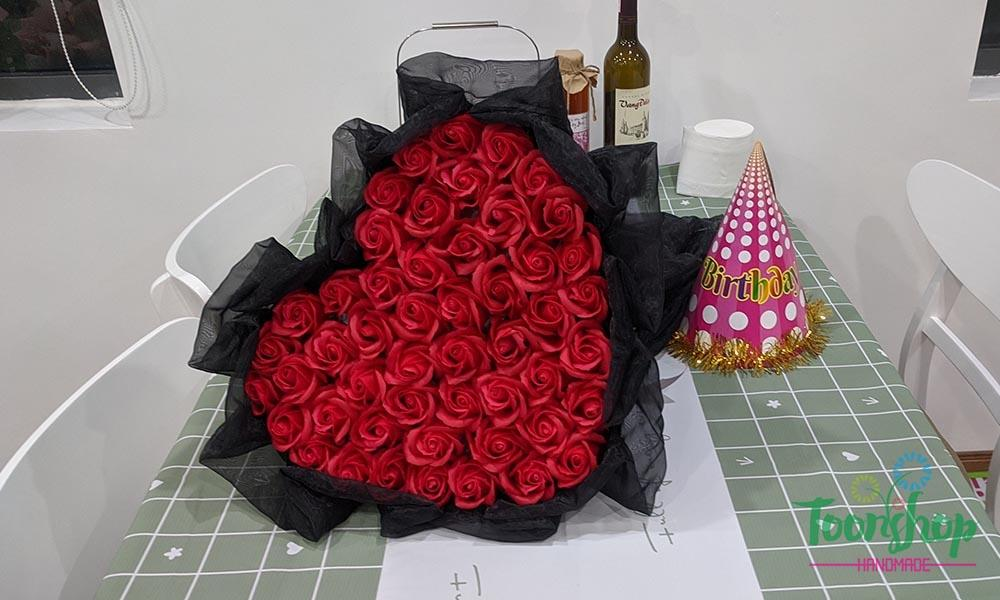 Bó hoa hồng sáp đỏ trái tim tặng người yêu