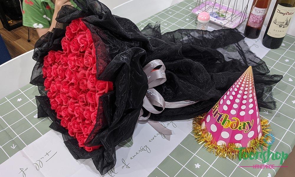 Bó hoa hồng sáp đỏ trái tim 50 bông